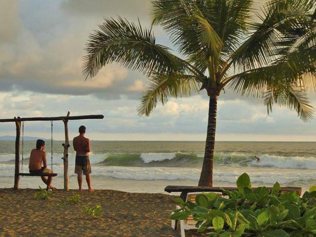 Wellenreiten im März in Nicaragua