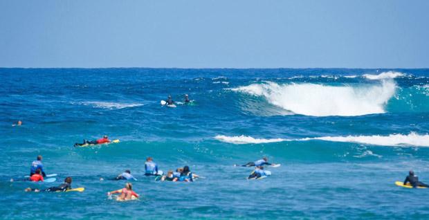 Wellenreiten und Surfen Spanien September
