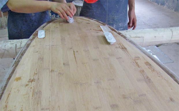Surfboard Finplugs einsetzen