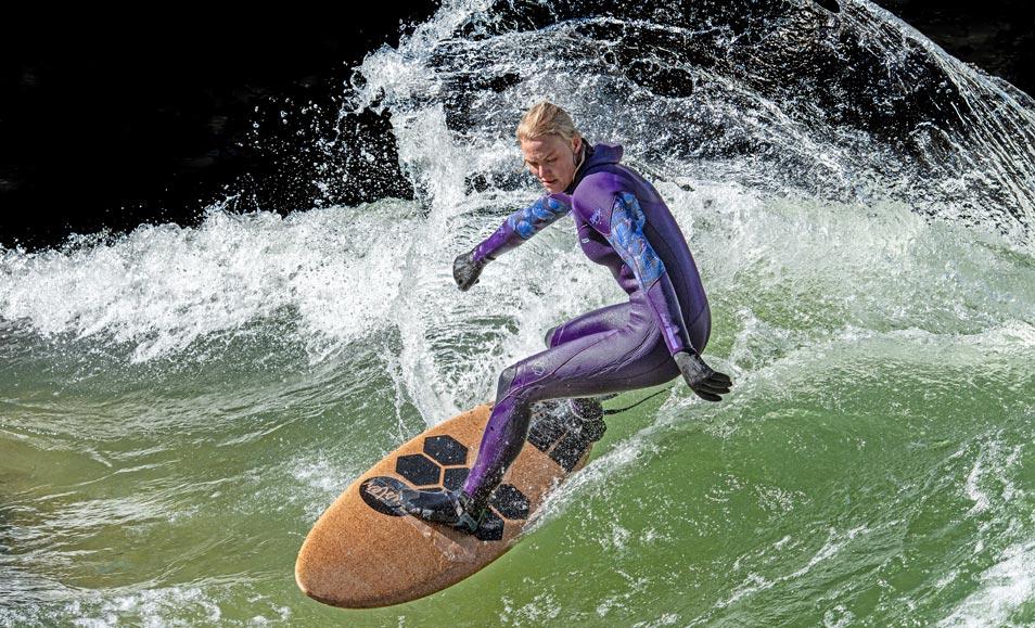 Sandra Willbold Kork Surfboard Eisbach München